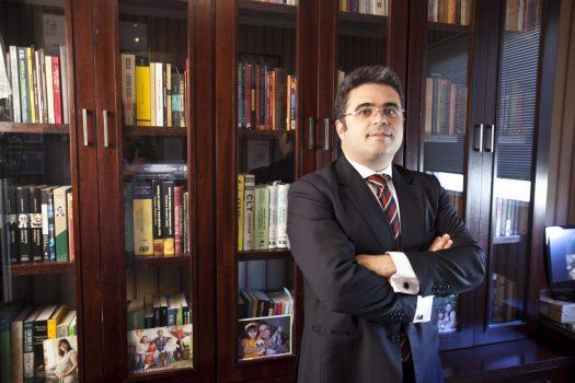 Mauricio de Figueiredo Corrêa da Veiga.
